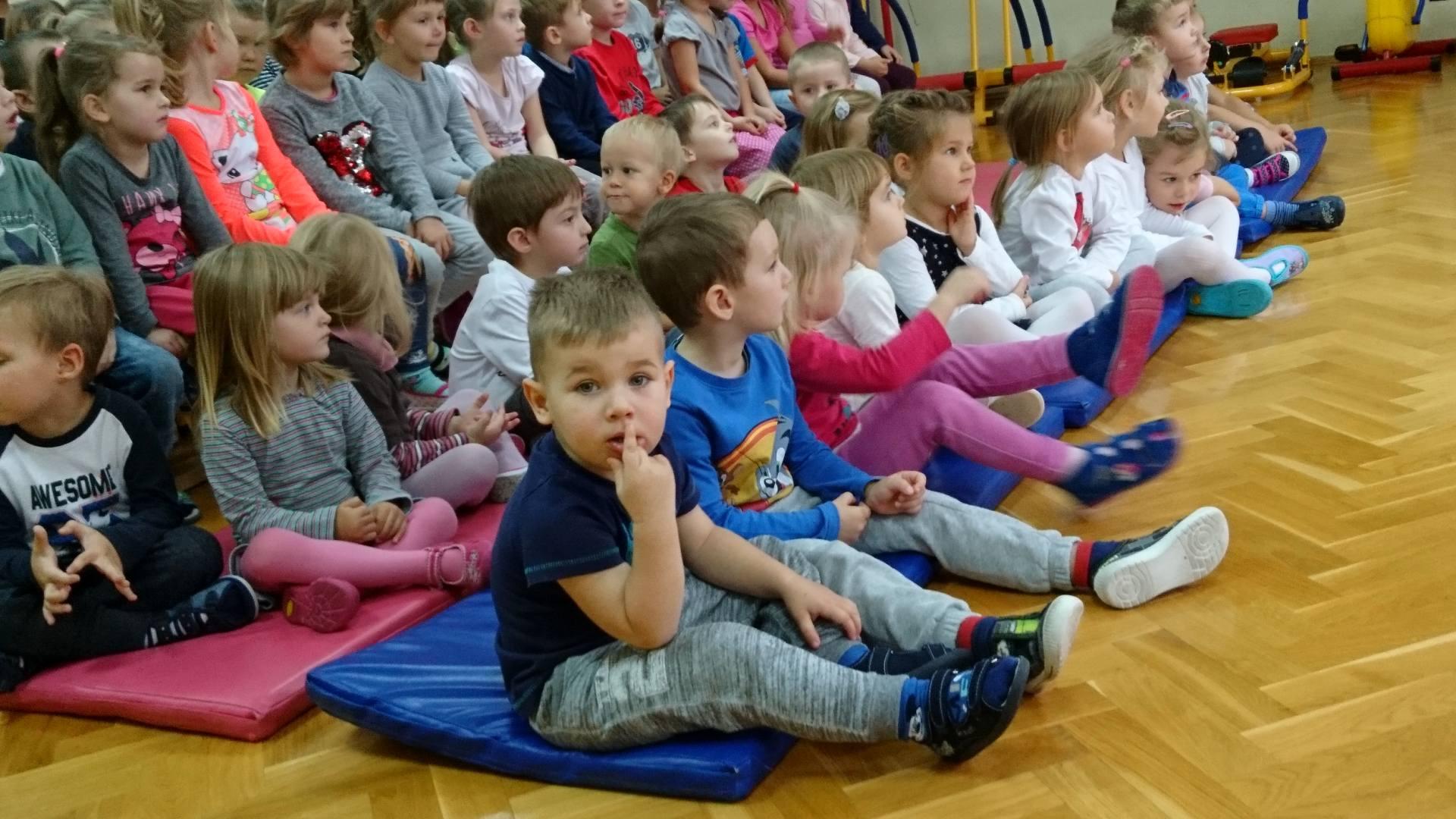 Wizyta strażaków w naszym przedszkolu (1)