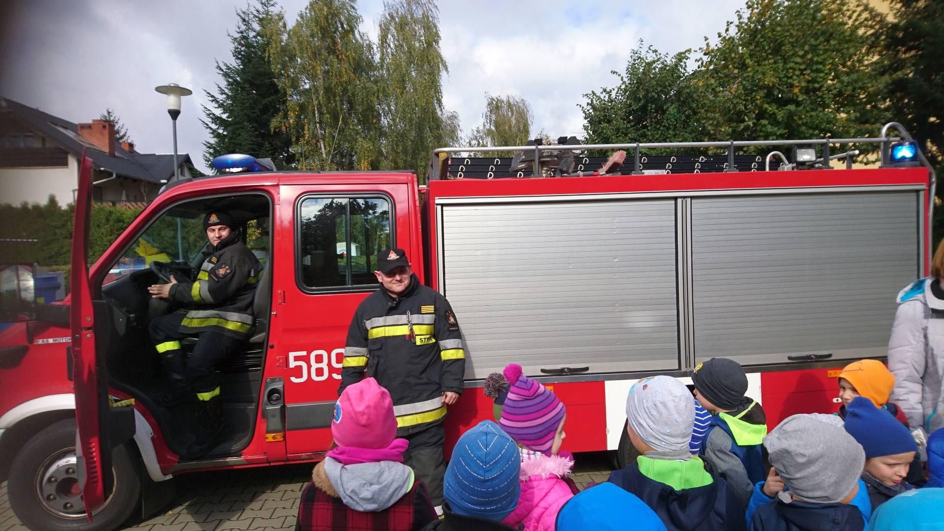 Wizyta strażaków w naszym przedszkolu (10)