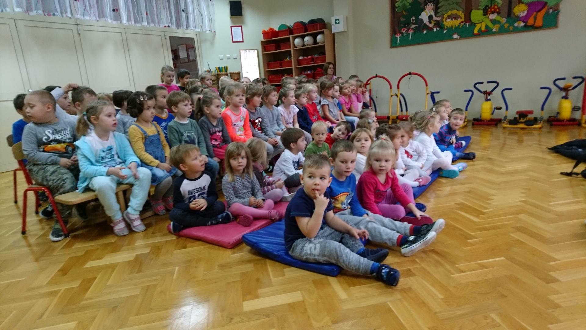 Wizyta strażaków w naszym przedszkolu (2)