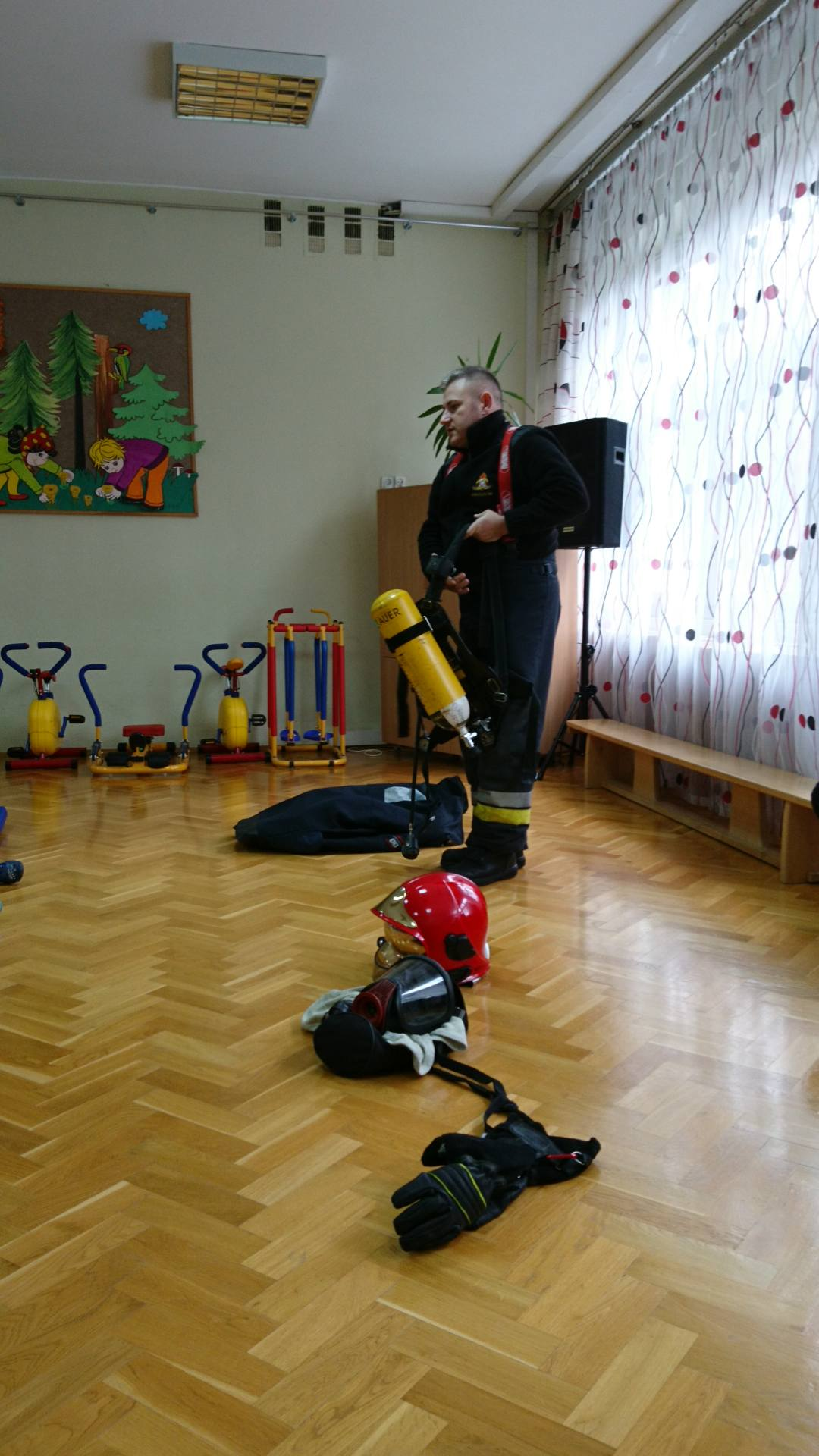 Wizyta strażaków w naszym przedszkolu (3)