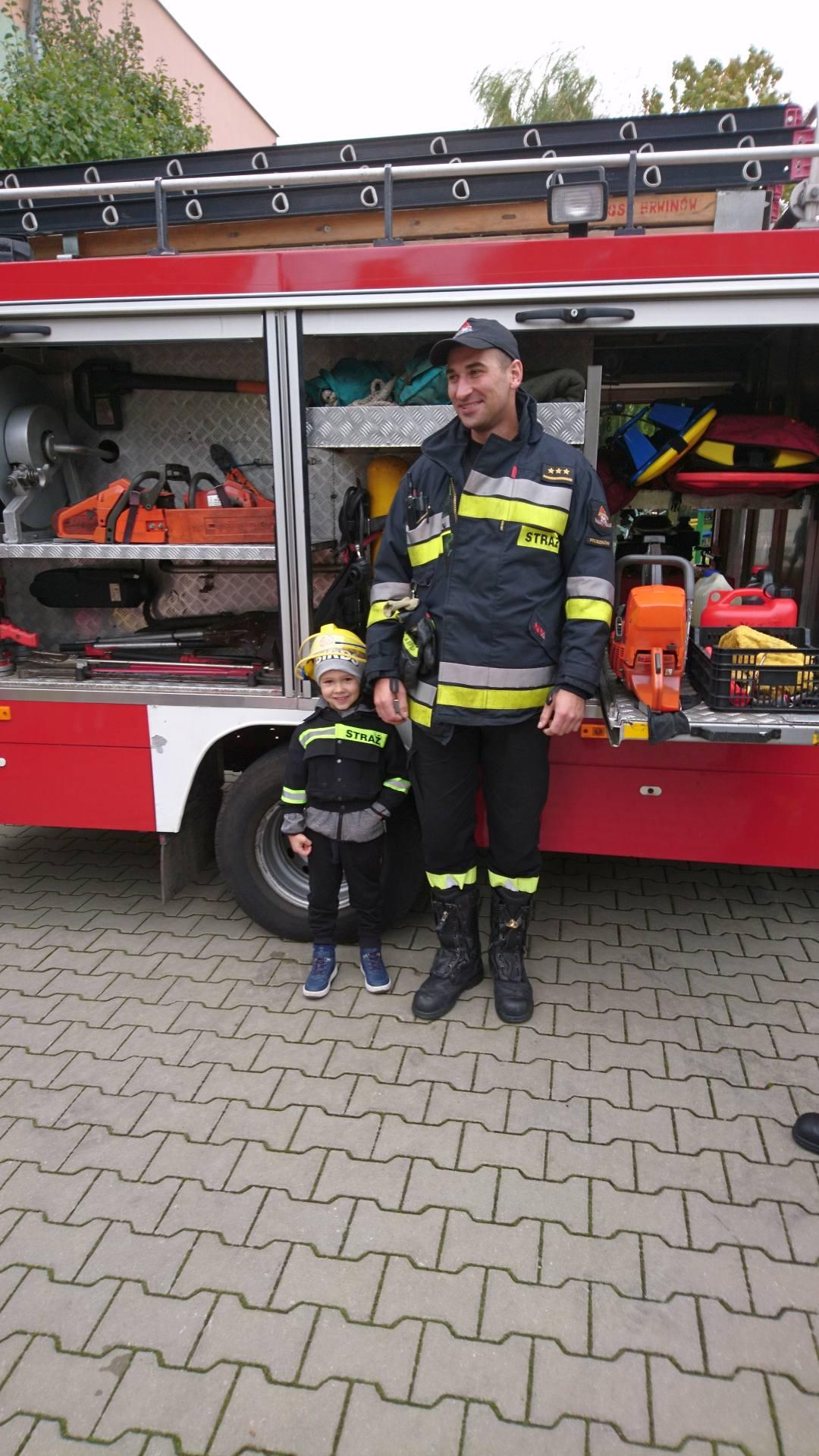 Wizyta strażaków w naszym przedszkolu (8)